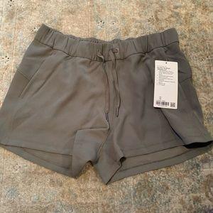 NWT 🍋 lululemon on the fly shorts | Size 10